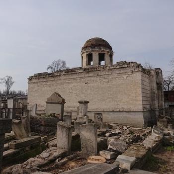 Руины синагоги на еврейском кладбище в Кишиневе