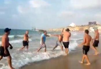 Массовая драка на пляже в Ашкелоне: арабы напали на мужчину, вступившегося за девушку