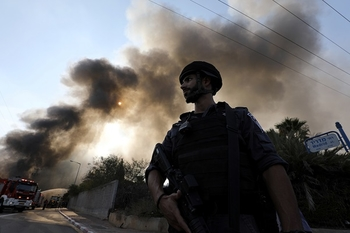 Боевики обстреливают Западнй Негев; ВВС бомбят в Газе