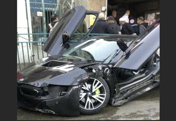 Водитель спортивного BMW наехал на 5-летнюю девочку у рынка в Рамле