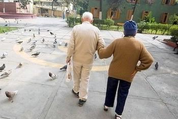 Израильских пенсионеров освободят от ожидания в очередях