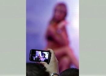Хайфа: полицейские вскрыли телефон подозреваемой и развлеклись ее порно