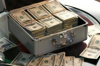 Старушка скрывала богатство от семьи и завещала состояние на благотворительность