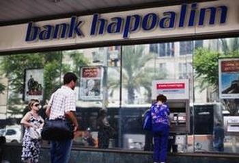 Израильтян попросили не приходить в банк из-за коронавируса