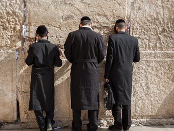 Бейт-Шемеш: полиция выписала штрафы молившимся в синагоге ортодоксам