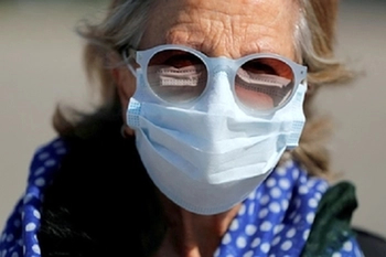 ВОЗ настаивает на бесполезности маски в защите от коронавируса