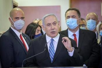 Бывший премьер Израиля сравнил Биби с главой мафиозного клана