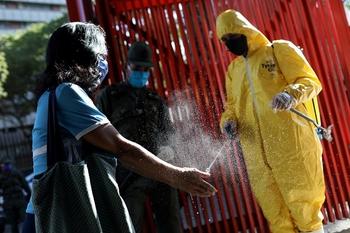 Появилась еще одна причина быстрого распространения коронавируса