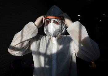 ВОЗ предрекла миру резкий пик коронавируса вместо второй волны