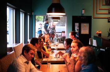 Рестораны, пабы и бассейны вернутся к работе
