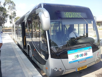 Беер-Шева: пассажир автобуса пытался задушить контролера из-за оплаты поездки