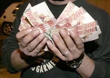 Минфин серьезно урежет зарплаты в государственном секторе