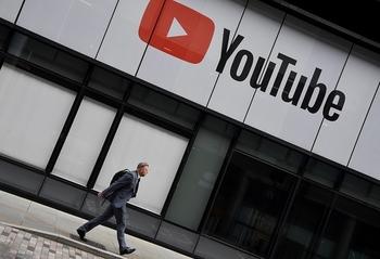 Модератор YouTube потребовала миллионы за видео с каннибалами, убийцами и педофилами