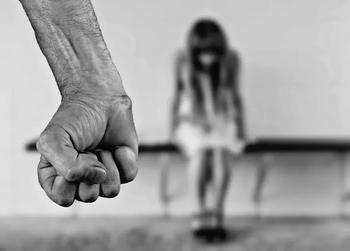 Ашдод: малолетняя дочь рассказала матери о домогательствах отца, мать наказала ребенка