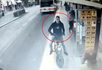 Хайфа: араб толкнул пенсионера под колеса автобуса за замечание на остановке