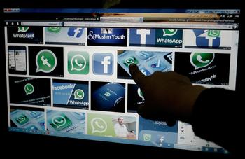 WhatsApp и Facebook временно отложили слежку за пользователями