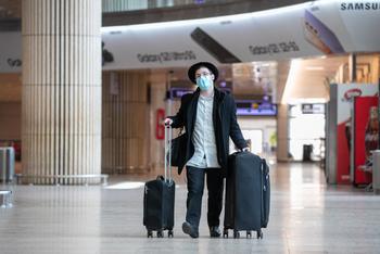 Аэропорт Бен-Гуриона: хулиган избил служащую МВД при проверке документов