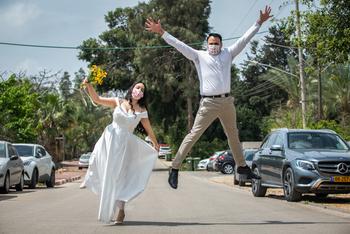 COVID-19 отступает: в воскресенье в Израиле ожидается 200 свадеб