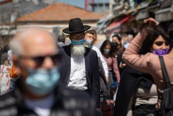 Израильтянам разрешат выходить на улицу без масок