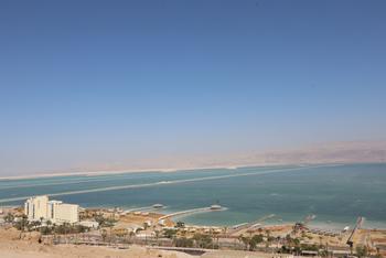 На Мёртвом море пропали двое туристов: лодку отнесло от берега