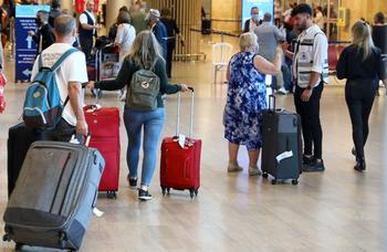 Минздрав намерен ограничить «отказников» в полетах в США и Европу