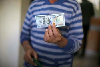 Минимальную зарплату повысят, несмотря на несогласие Либермана?