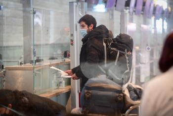 Израиль начнет принимать российских туристов, привитых Спутником V