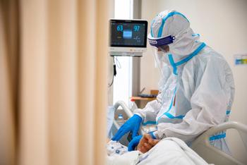 Врач перечислил 3 способа спастись от заражения коронавирусом