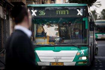 Герцлия: водитель потерял сознание за рулем автобуса