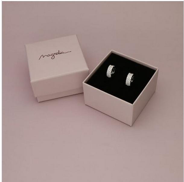Magnolia: серебряные серьги за 49 шек.